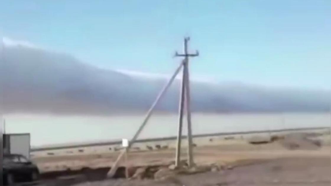 Необычные цилиндрические облака заснял житель села в Карагандинской области (видео)