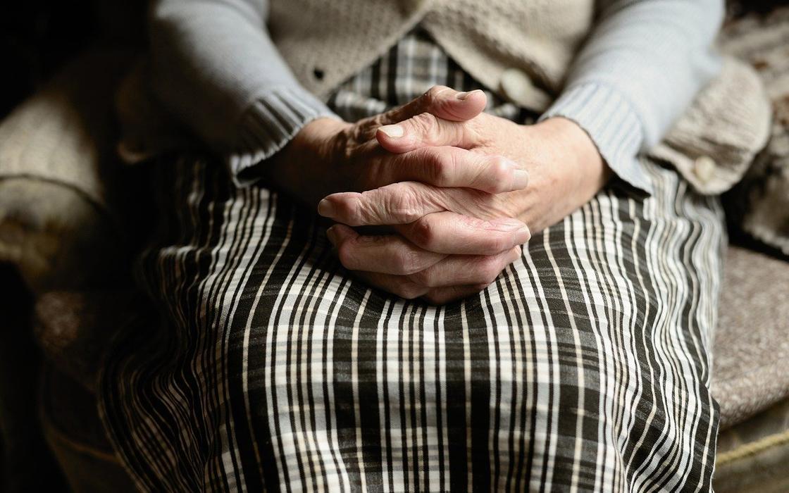 Кто заразил коронавирусом постояльцев дома престарелых в Акмолинской области, рассказала Актаева