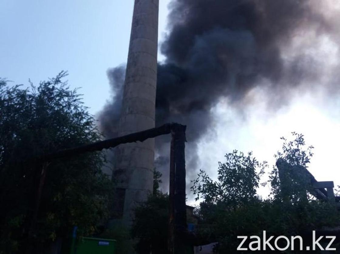 Крупный пожар произошел в Алматы (фото)