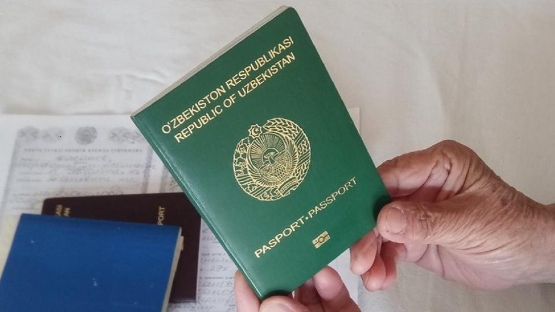 Өзбекстанда 80 жастағы ақсақал алғаш рет туу туралы куәлік алды