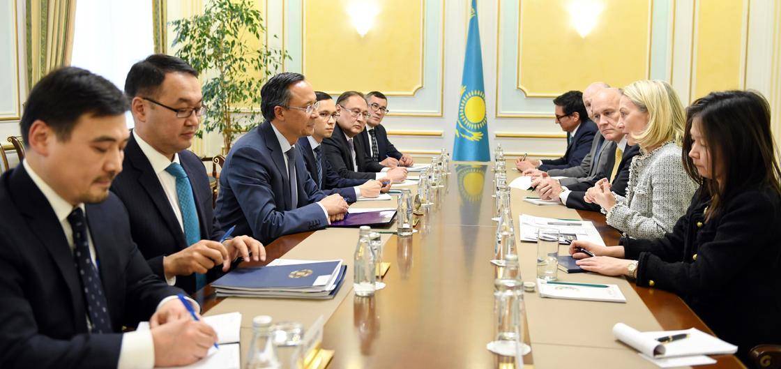 США намерены помочь Казахстану в развитии трехъязычия