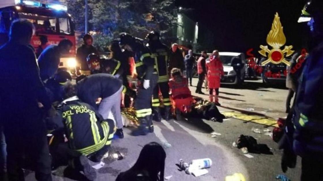 Шесть человек погибли в давке в ночном клубе в Италии. Десятки пострадали