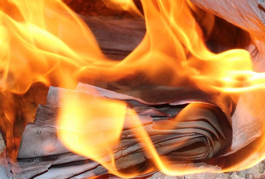 Девушка в Америке сожгла свою квартиру, пытаясь избавиться от писем бывшего