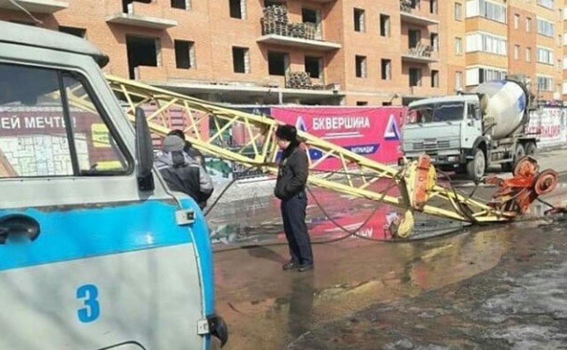 Строительный кран рухнул в Караганде: застройщик накажет виновных (фото)