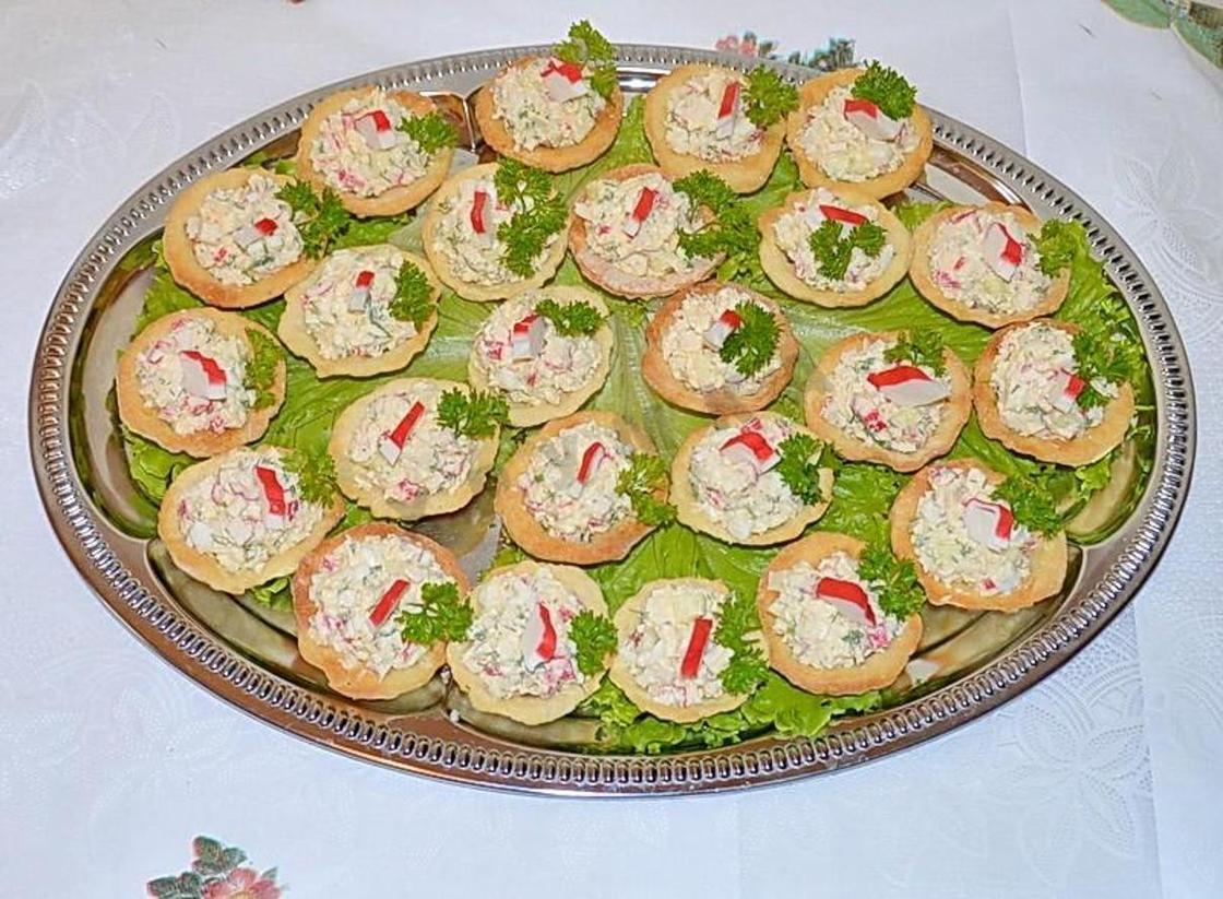 Тарталетки с начинкой: плавленый сыр с крабовыми палочками