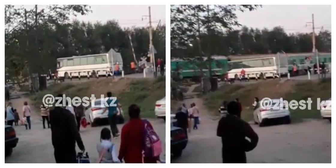 На месте столкновения с поездом в Шамалгане вновь стоит автобус