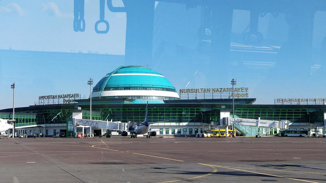 Три самолета приземлились ночью в закрытом аэропорту Нур-Султана: зачем они прилетали