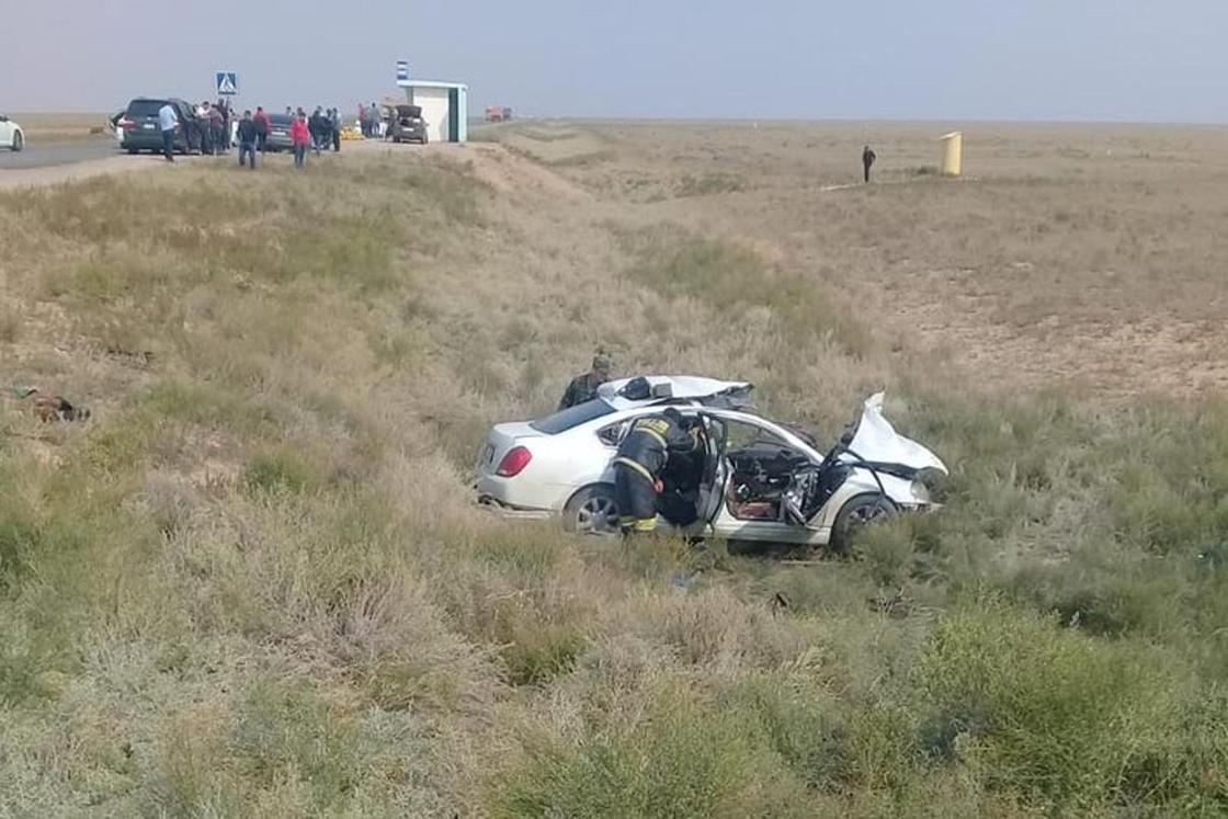 Грузовик врезался в легковое авто: 5 человек погибли в ЗКО