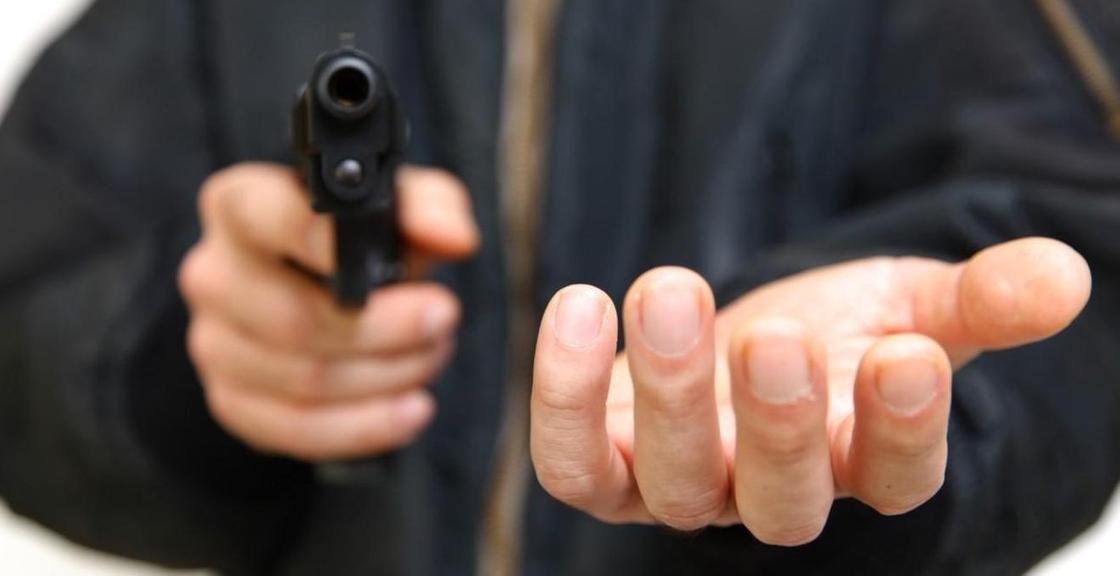 Угрожал кассиру расправой: полмиллиона тенге похитили в ломбарде в Караганде