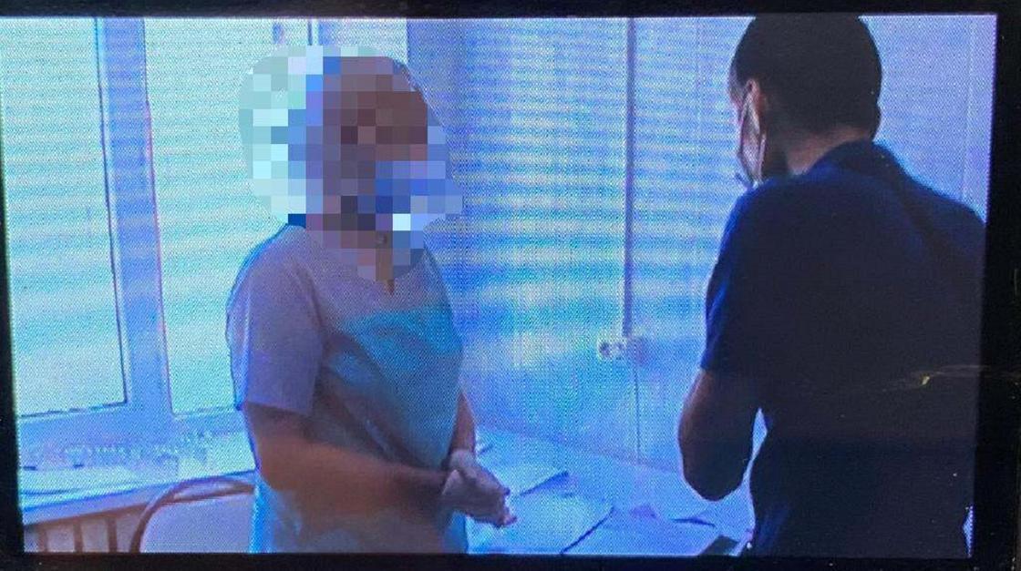 Медсестра, которую подозревают в подделке паспортов вакцинации