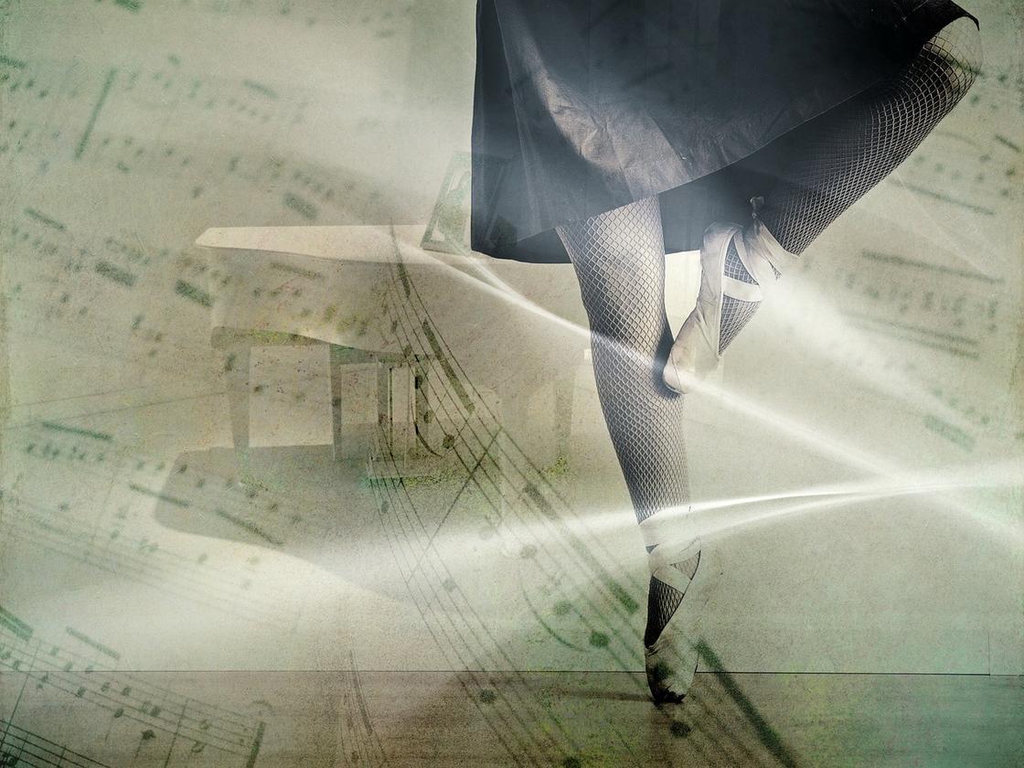 Ноги балерины в пуантах