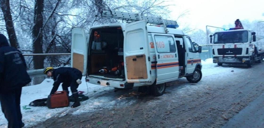 3 женщины погибли в аварии с участием автобуса в Алматы (фото)