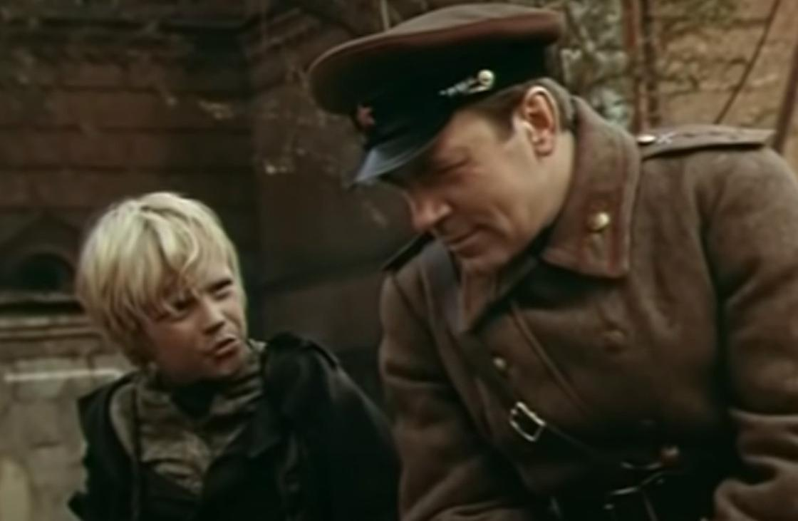 Кадр из фильма «Сын полка» (1981)