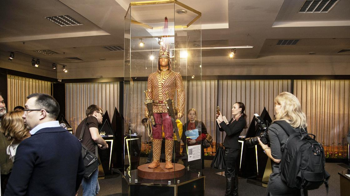 «Золотого человека» показали на выставке в Казани (фото)