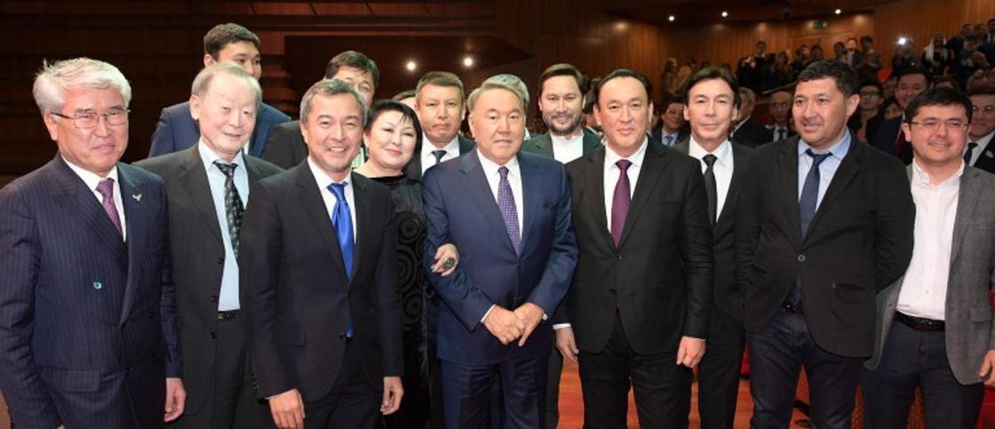 Назарбаев посетил премьеру фильма о себе и Астане (фото)