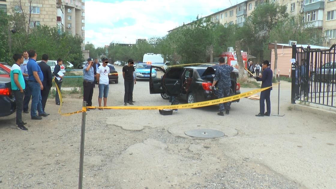 Вооруженные налетчики украли 43 iPhone из магазина в Актобе (фото)