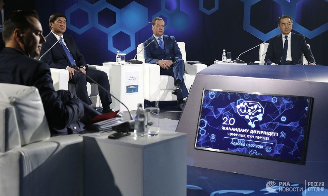 """""""Надеюсь, подписи уйдут в прошлое"""": Медведев после электронного подписания меморандума"""