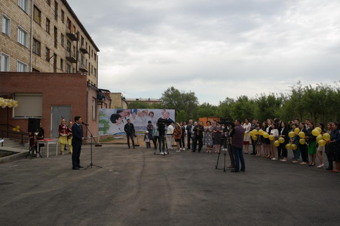 Ключи от квартир получили 30 семей медицинских работников в Шахтинске