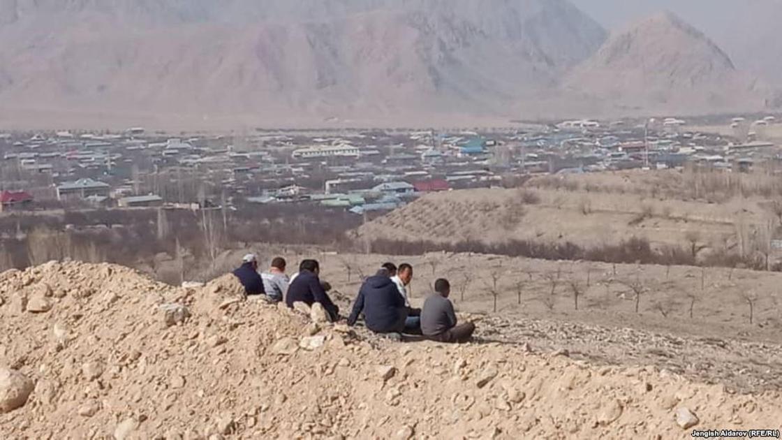 Женщин и детей эвакуировали из кыргызских сел в зоне конфликта с Таджикистаном