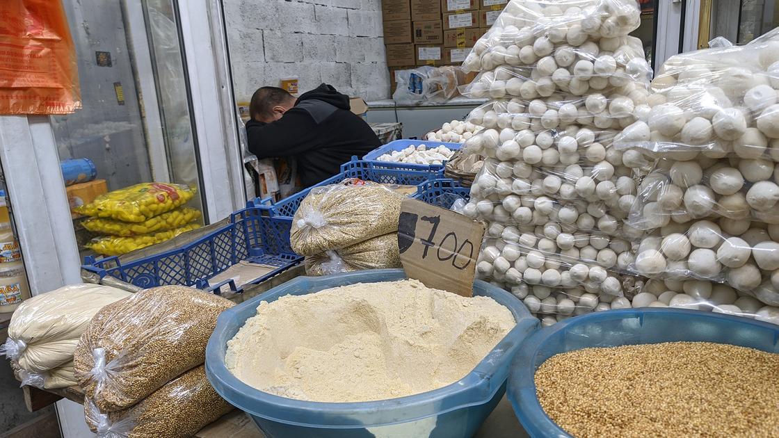 """""""Мой антисептик круче"""": что происходит на алматинских базарах"""