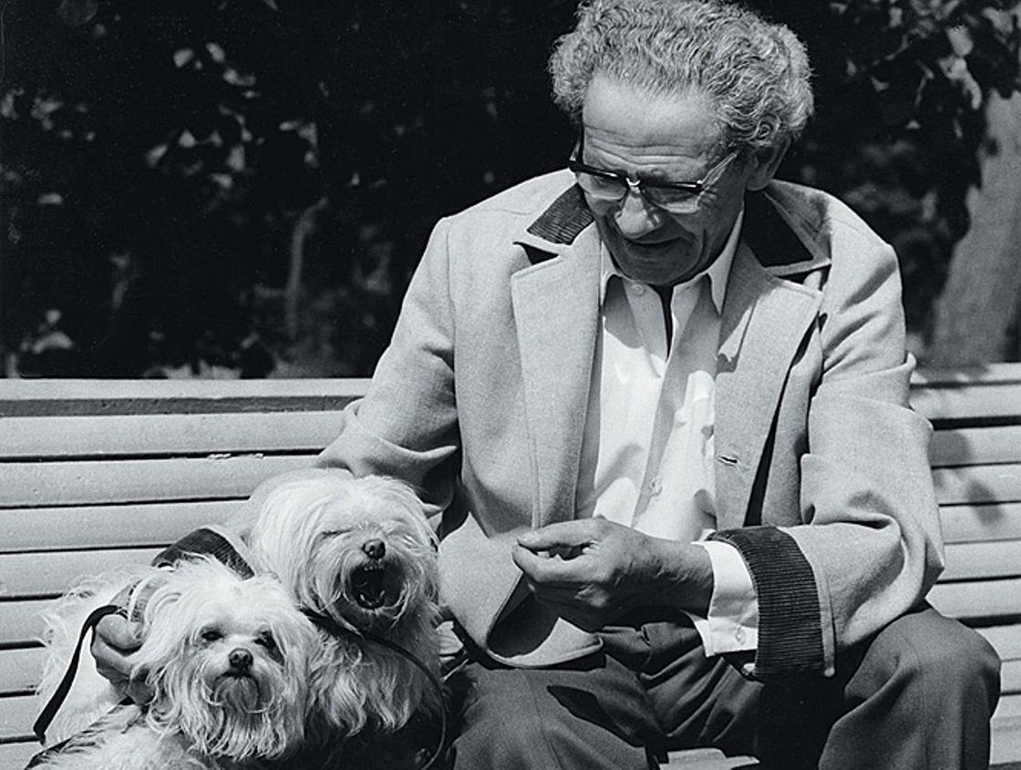 Вольф Мессинг с любимыми собаками