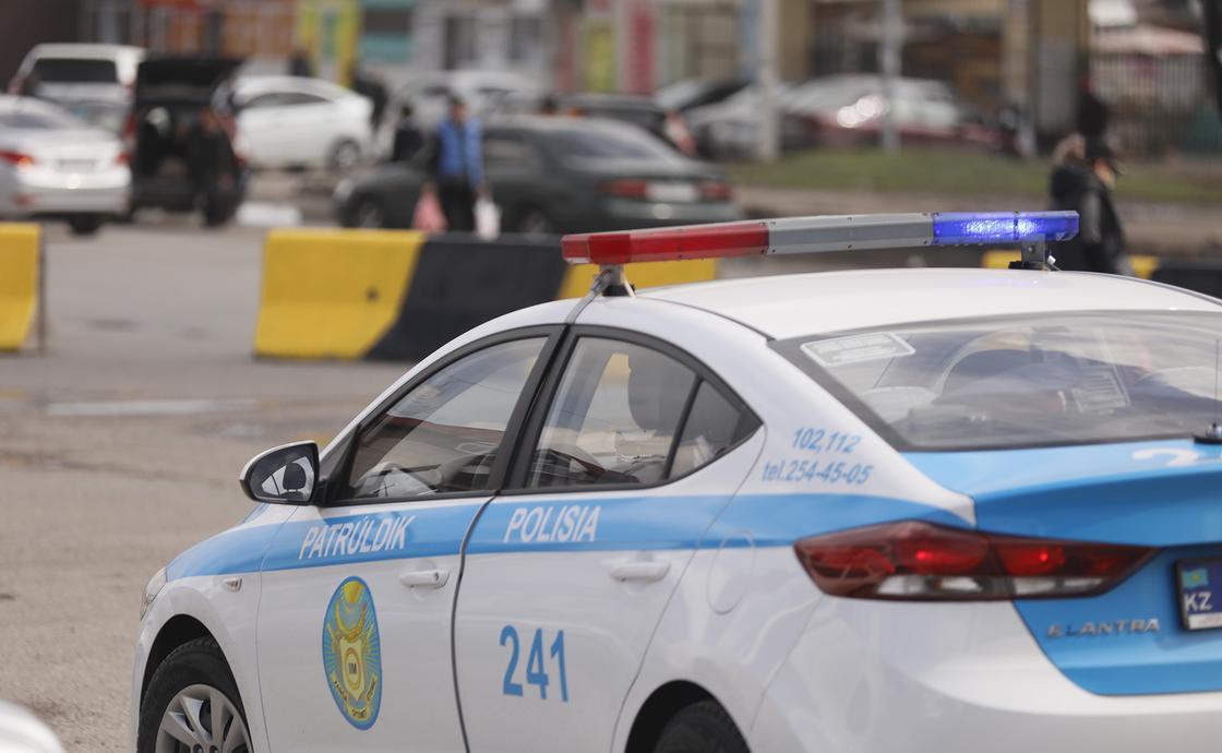 В полиции Алматы объяснили проезд машин через границу города