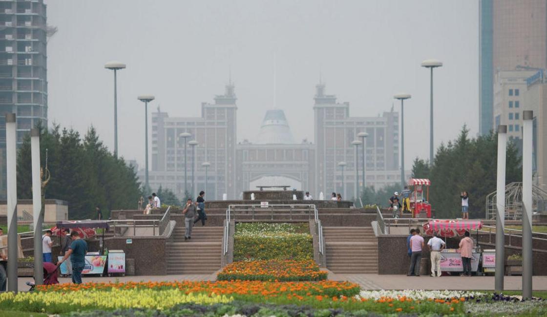 Дым от пожаров в России распространился в Казахстане