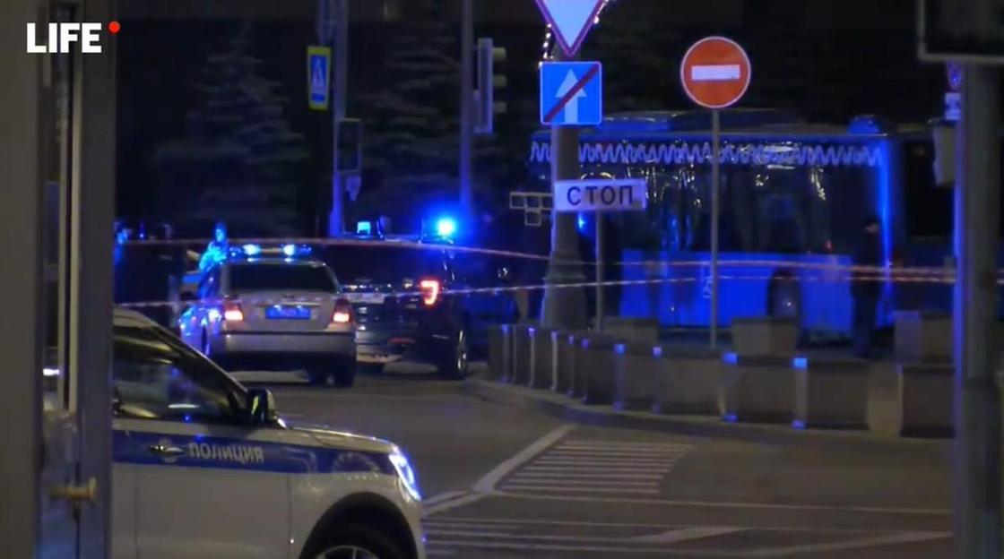 Неизвестные открыли огонь у здания ФСБ в Москве: сообщается о жертвах (фото, видео)