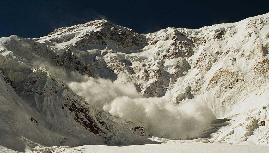 Алматинцев предупредили об опасности в горах