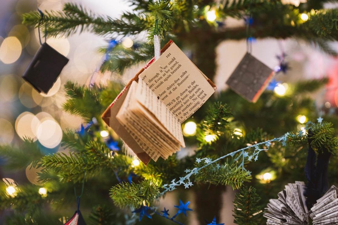 Украшения на елку в виде книжек