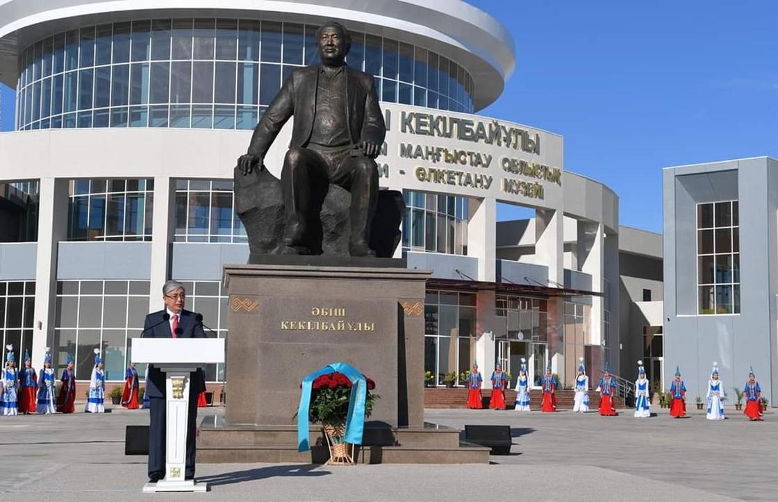 Президент Қасым-Жомарт Тоқаев Әбіш Кекілбайұлы ескерткішінің ашылу рәсіміне қатысты