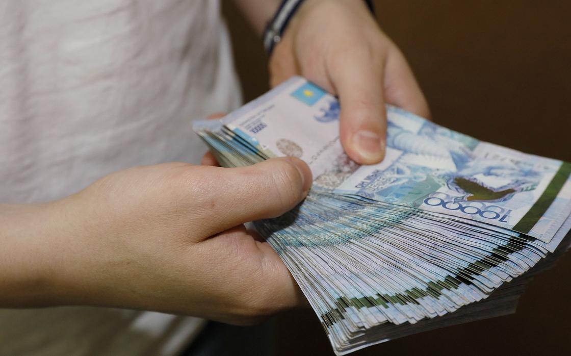 Глава Минтруда ответил на вопросы казахстанцев о 42 500 тенге