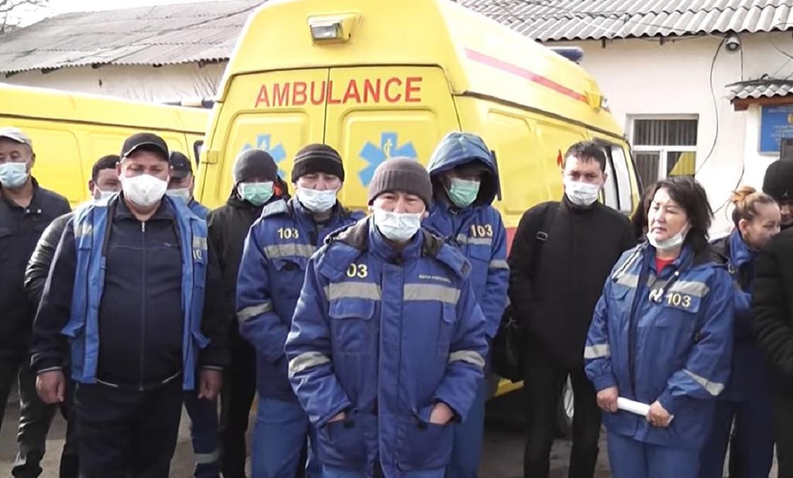 После коллективных жалоб сотрудникам скорой помощи пообещали надбавки в Карагандинской области