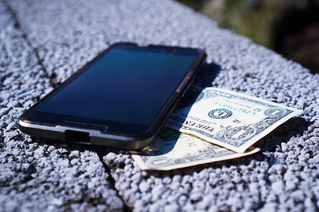 Как через номер телефона мошенники могут добраться до счетов