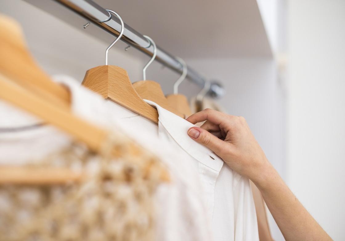 Куда можно сдать старую одежду и заработать