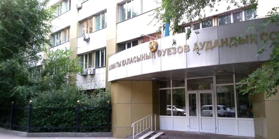 Судью в Алматы задержали при получении 10 тысяч долларов
