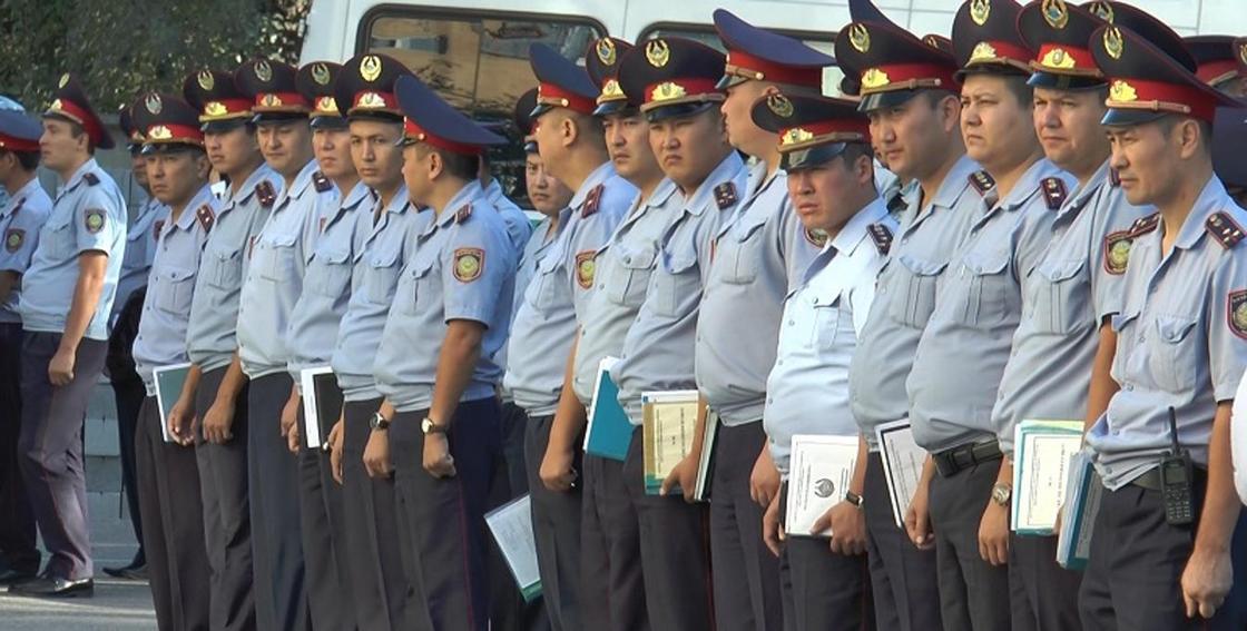 Чистка в МВД: на взятках поймали полицейских в разных частях Казахстана