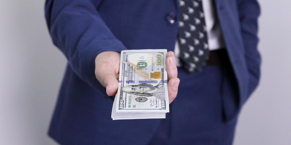 21.12 Безвозвратную раздачу денег населению всего мира спрогнозировал швейцарский банк