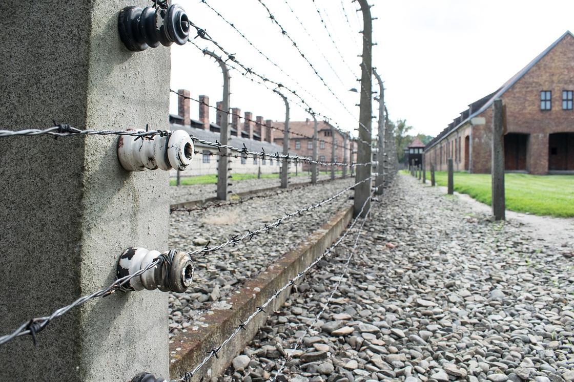 Сотрудник колонии избивал осужденных и угрожал насилием в Карагандинской области