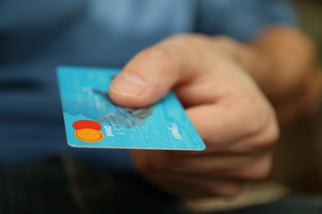 Карта рассрочки, дебетовая и кредитная – в чем их отличие
