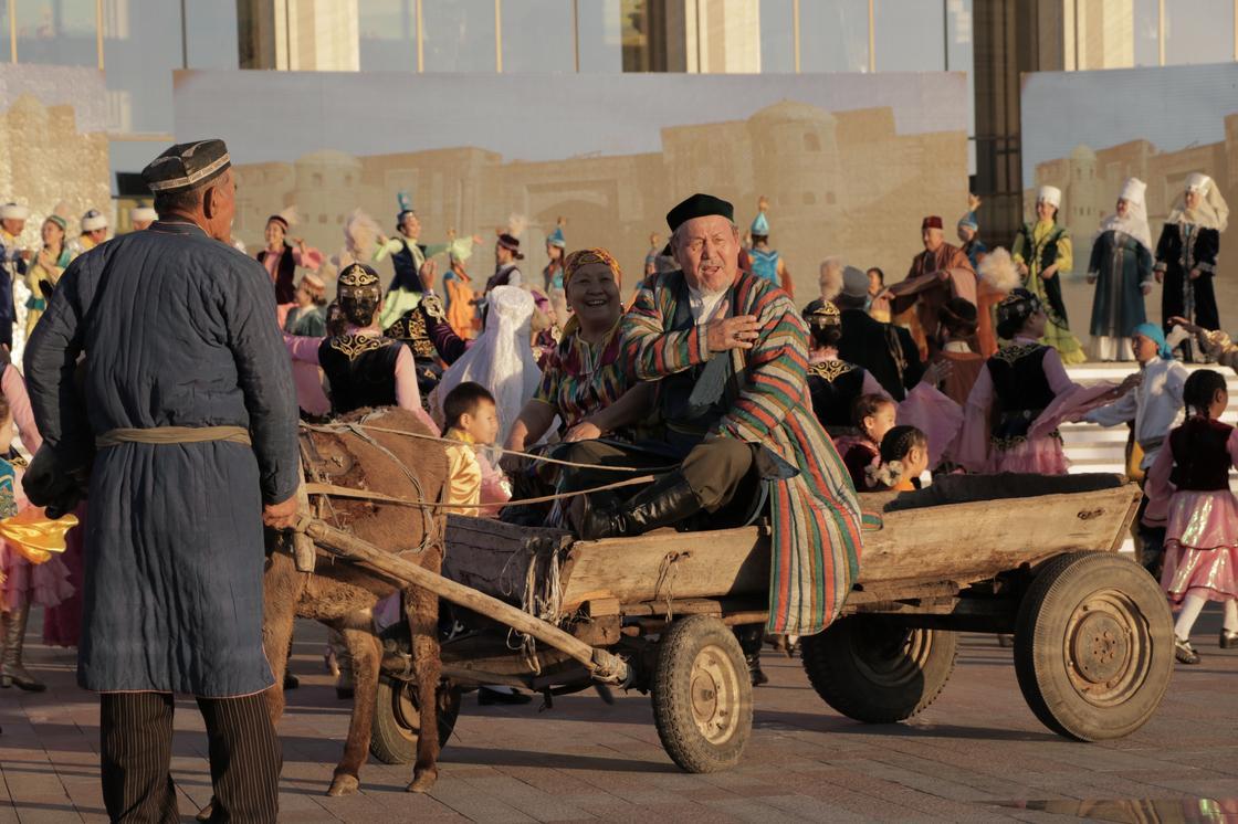 Открытие сезона культуры в Жетысу ознаменовалось выдачей ключей многодетным семьям