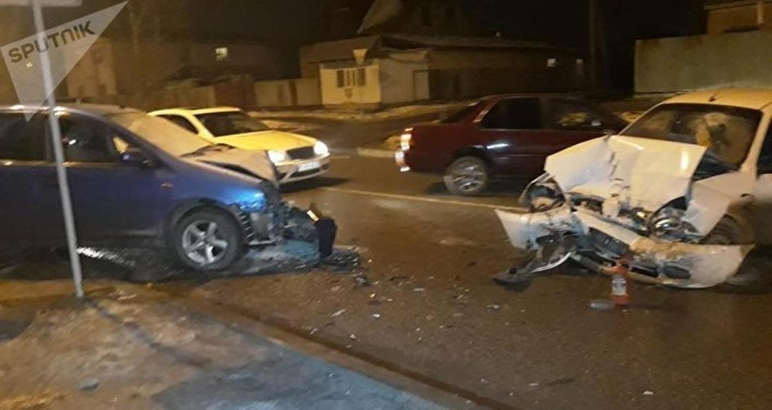 Семь человек пострадали в аварии в Алматы (фото)