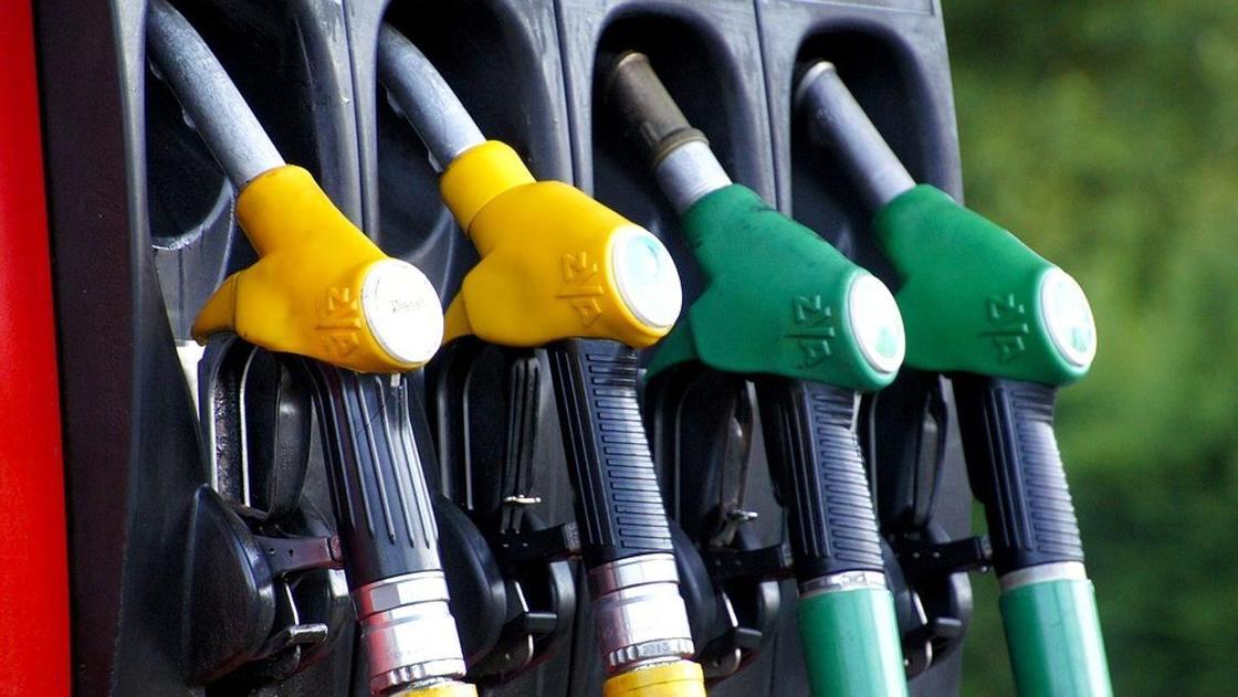 Сколько стоят бензин и дизтопливо в Казахстане, рассказал Бозумбаев