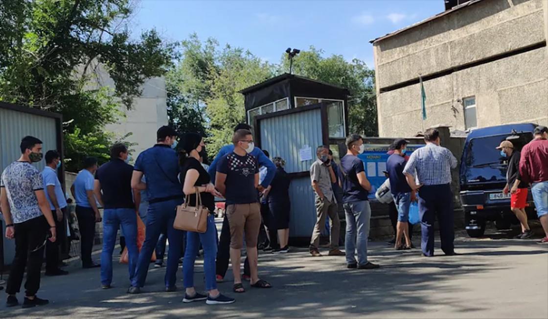 Очереди у морга объяснили в управлении здравоохранения Алматы