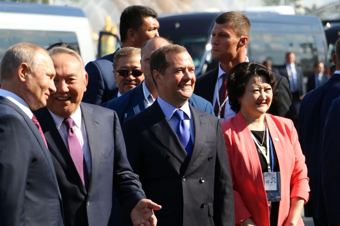 """Путин предложил переименовать """"Байтерек"""" в честь Назарбаева"""