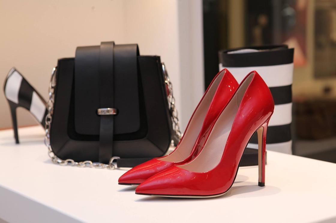сумка и туфли на каблуке
