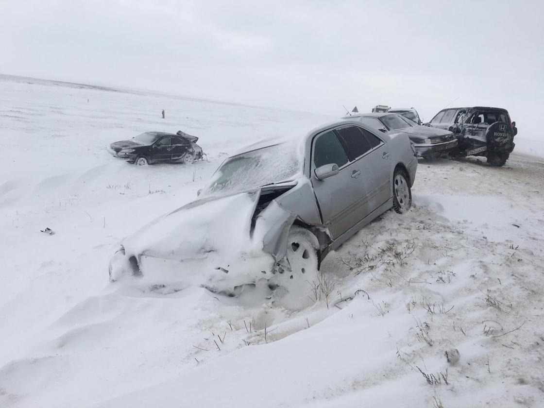 Крупное ДТП с участием 11 машин произошло на трассе в Актюбинской области (фото)