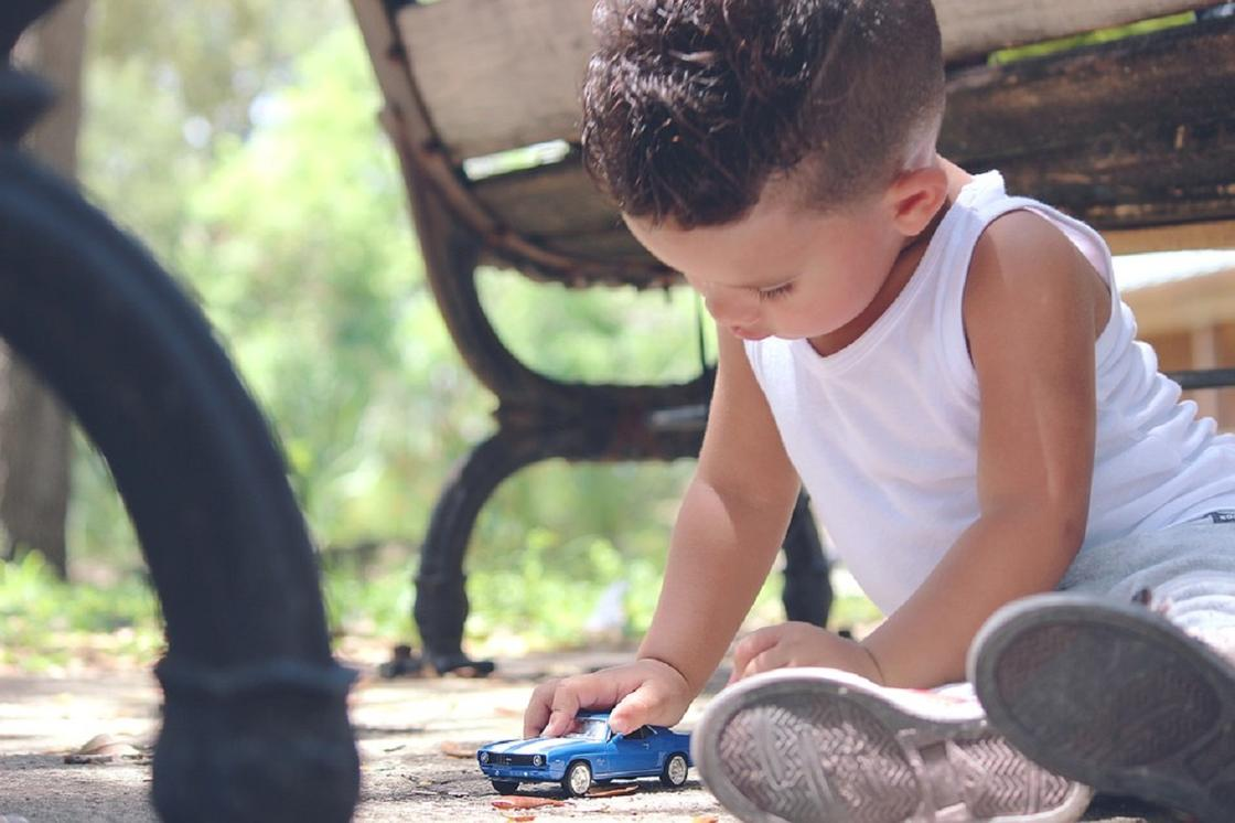 Бабушек и дедушек могут обязать платить алименты за своих детей в Казахстане