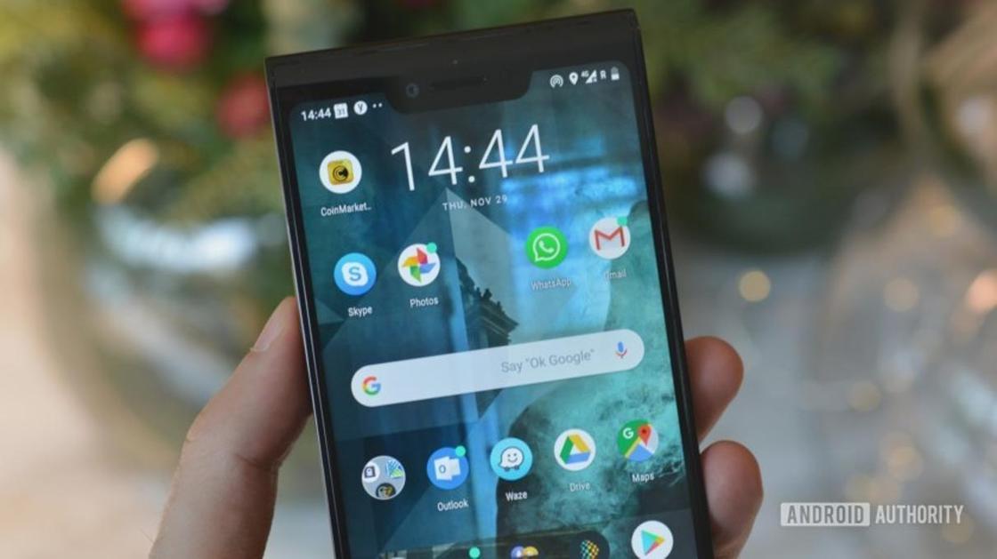 Кенес Ракишев представил первый в мире блокчейн-смартфон