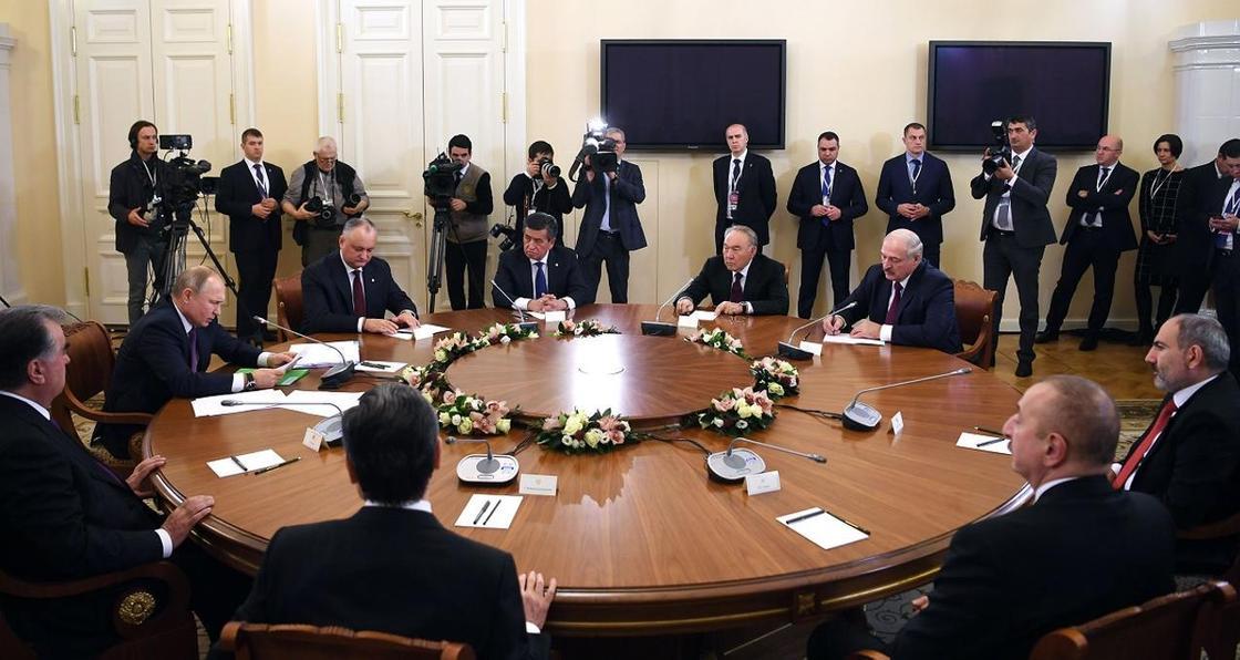 Елбасы принял участие в неформальной встрече лидеров стран СНГ